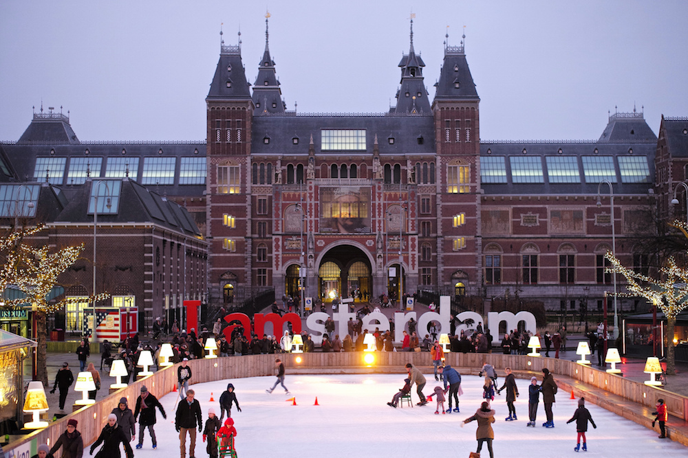 For those who love winter sports, Amsterdam might not offer the mountain sides for skiing, but it will not disappoint you © Roman Boed / Flickr